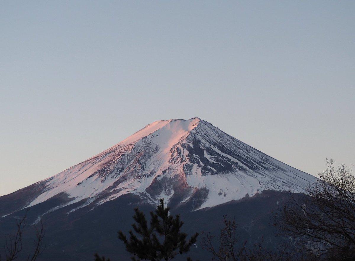 「毎日富士山」2016年1月28日。ちょいピンク。  OM-D E-M10 ズイコー40-150mm/F4-5.6 で撮影 #fujisan #mtfuji #富士山 #富士山ノ会 https://t.co/RLFtCmpHyO
