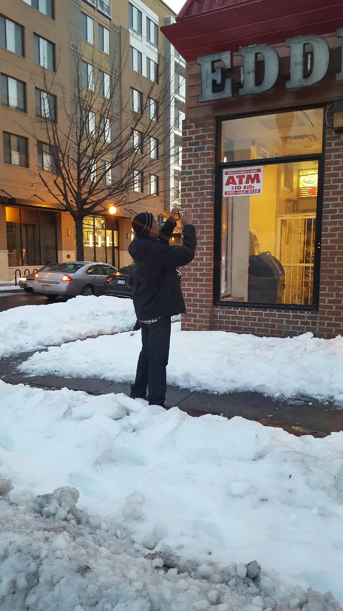 When it comes to frozen sidewalks, we can't let it go. Out tonight enforcing!  #DCDigOut https://t.co/S3NPYCgg1B