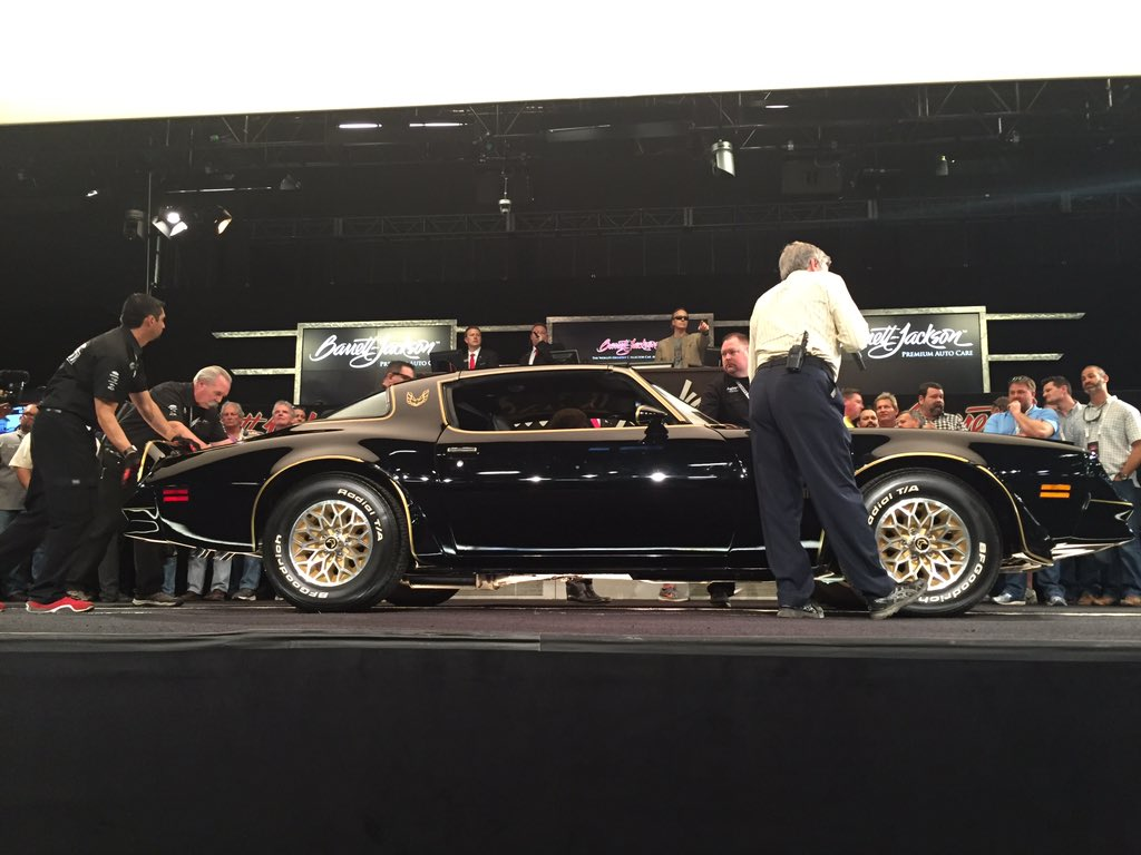 1977 Pontiac Firebird Trans AM Bandit sells for $75,000 to.... @RRRawlings! #BarrettJackson @FastNLoudTV https://t.co/CTagX5NyTB