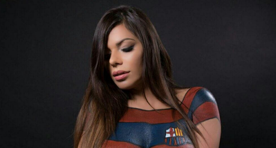 RT @102greatgoals: Suzy Cortez, Miss BumBum 2015, gets a body paint Barcelona kit for Leo Messi [Pictures] https://t.co/ZLy8q5cHF5 https://…