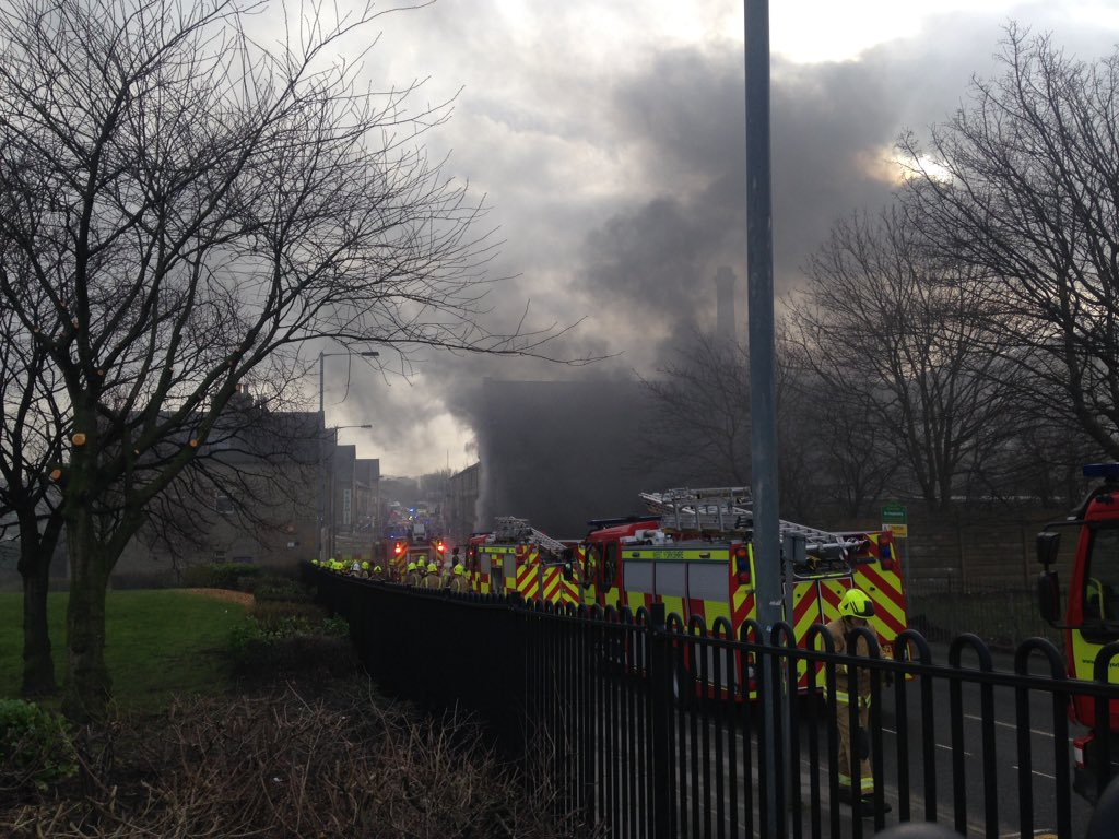 NEWS: Over 50 firefighters are tackling a huge mill fire on Lumb Lane in #Bradford https://t.co/rSzJeLD23q
