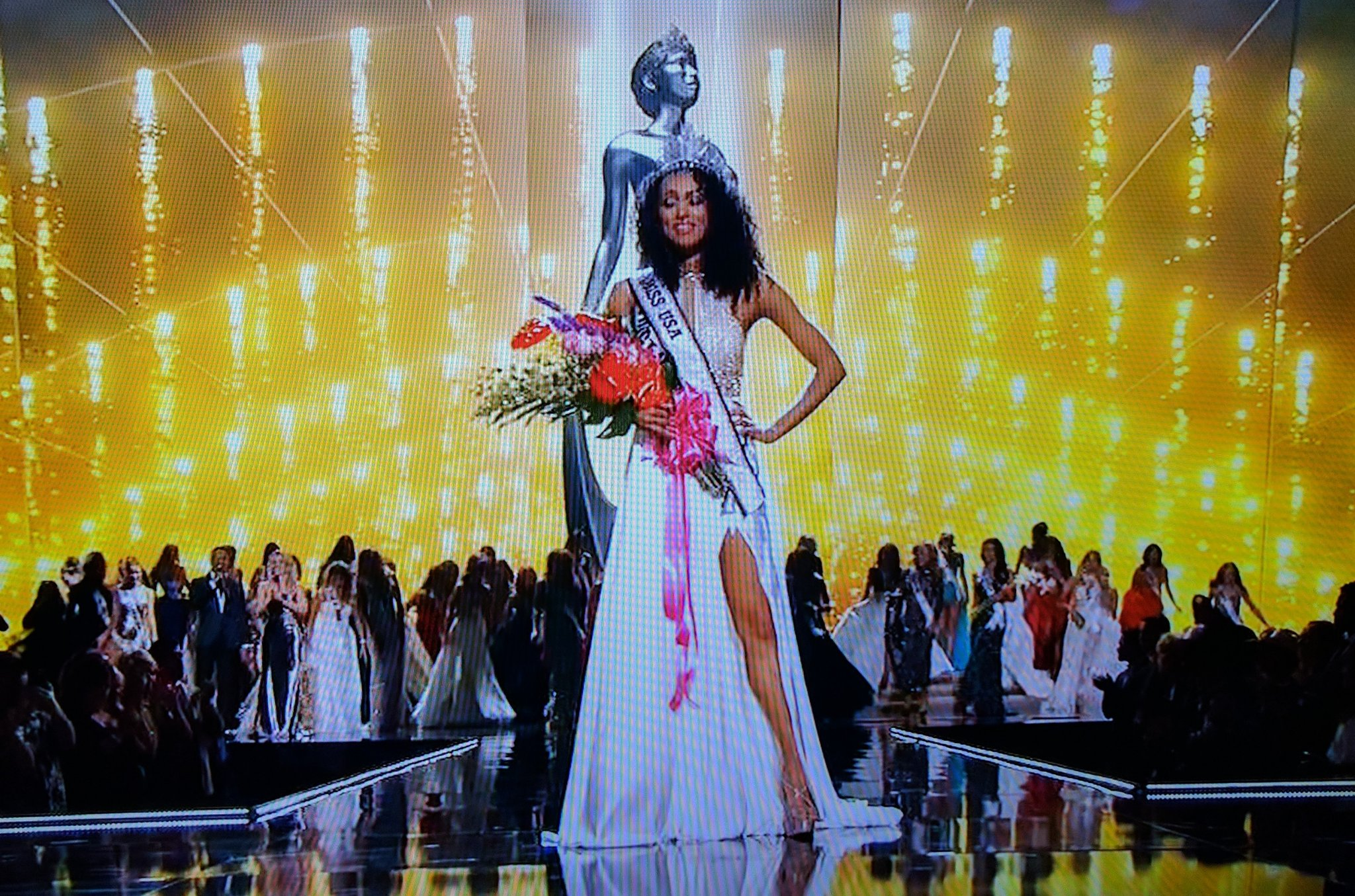 Yeah!!! Congratulations to #missdistrictofcolumbia #KaraMcCullough our new #MissUSA !!!! #missusa2017 https://t.co/n4h19uKmAq