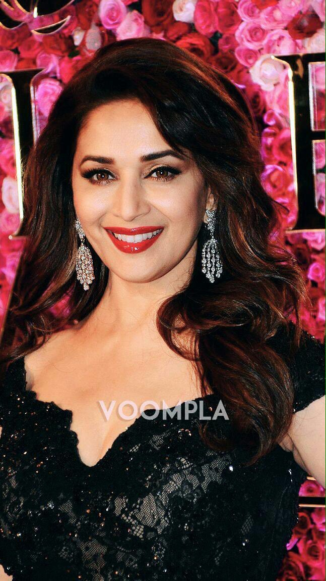 Wishing you A very.. HAPPY BIRTHDAY MADHURI DIXIT mam      BEAUTY QUEEN
