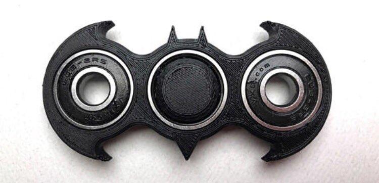 Si alguien sabe dónde puedo conseguir un fidget spinner de Batman se lo...