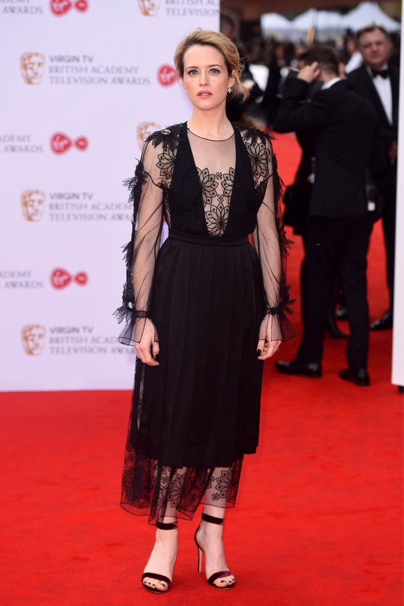 The queen needs her crown 👑 @clairefoydaily looking royal in #FendiFW17 at the #BAFTAs. https://t.co/cR3NN6t6DQ