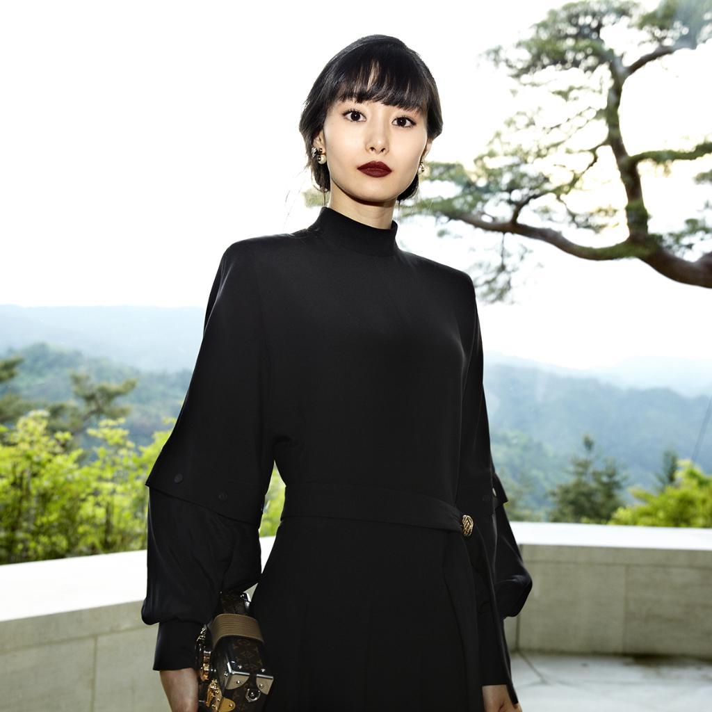 忽那 汐里 ──日本で初開催されたルイ・ヴィトン 2018クルーズ・ファッションショーにて。 https://t.co/x947lHC151 #LVCruise https://t.co/AZ93YIYGch