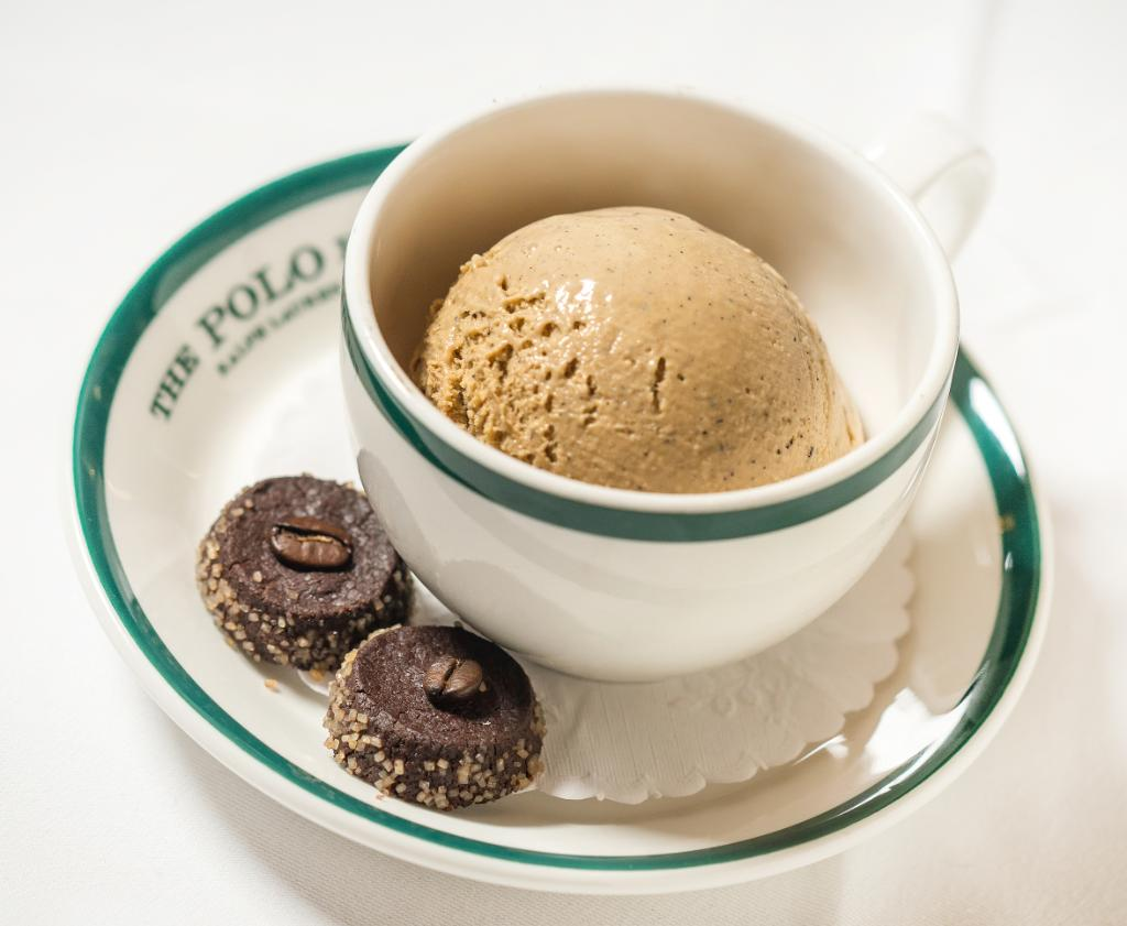 Sweet treat: #RalphsCoffee ice cream with dark chocolate shortbread cookies at #ThePoloBar. https://t.co/o2qUrIqlSb