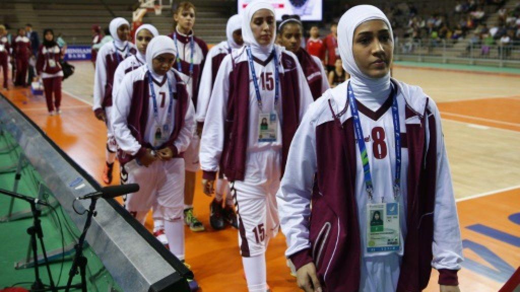 Basketball body lifts 'hijab ban' during games