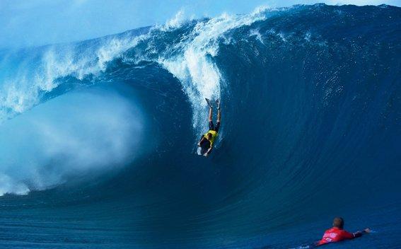 Raro resident conquers massive wave
