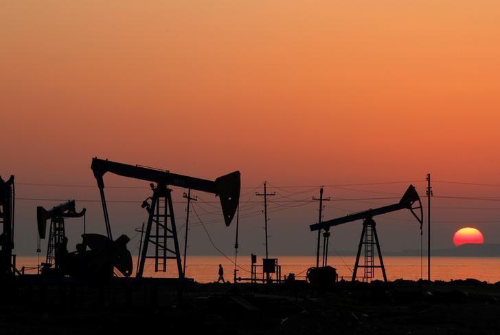 Oil tumbles amid oversupply fears, unlikelihood of deeper OPEC cuts