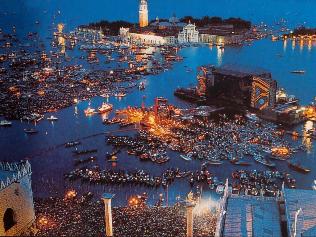 Pink Floyd's show in Venice, Italy, on July 15, 1989 https://t.co/EuIUh6bGng