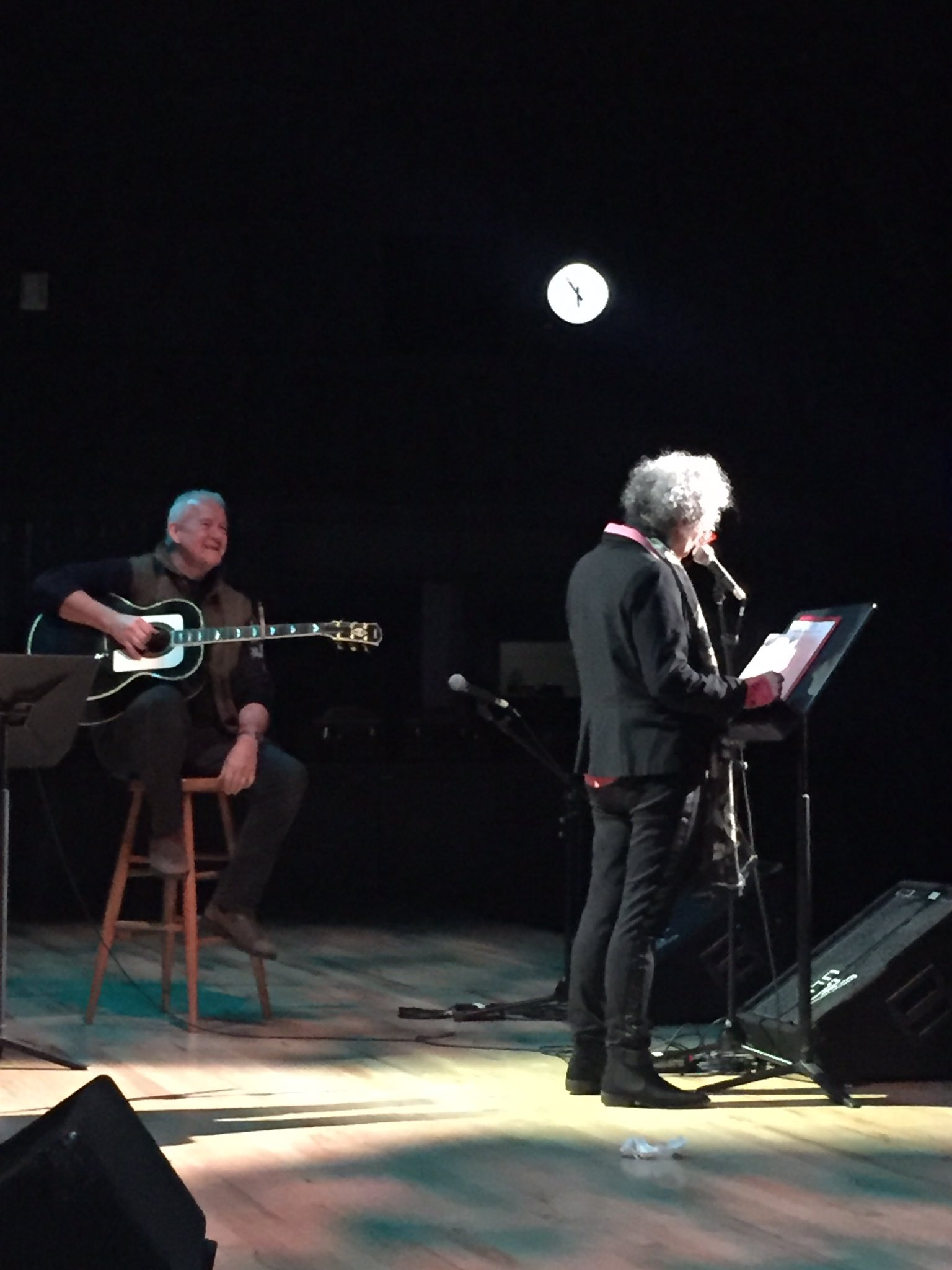 Margaret Atwood takes the stage during soundcheck with Murray McLauchlan accompanying her on guitar. #VoicesThatCare https://t.co/1BLGbiO6uo