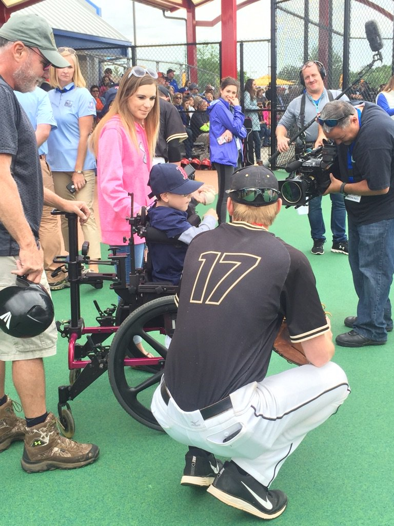 """RT @DAVIDprice24: Grand opening of our """"miracle field"""" this morning! Not a better feeling than helping others... https://t.co/oGANfFbc5x"""