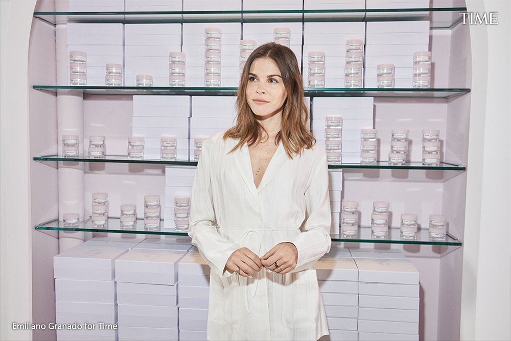 How the founder of Glossier built a successful beauty brand https://t.co/lfAb4yFIwh https://t.co/CWdf3EwP5B