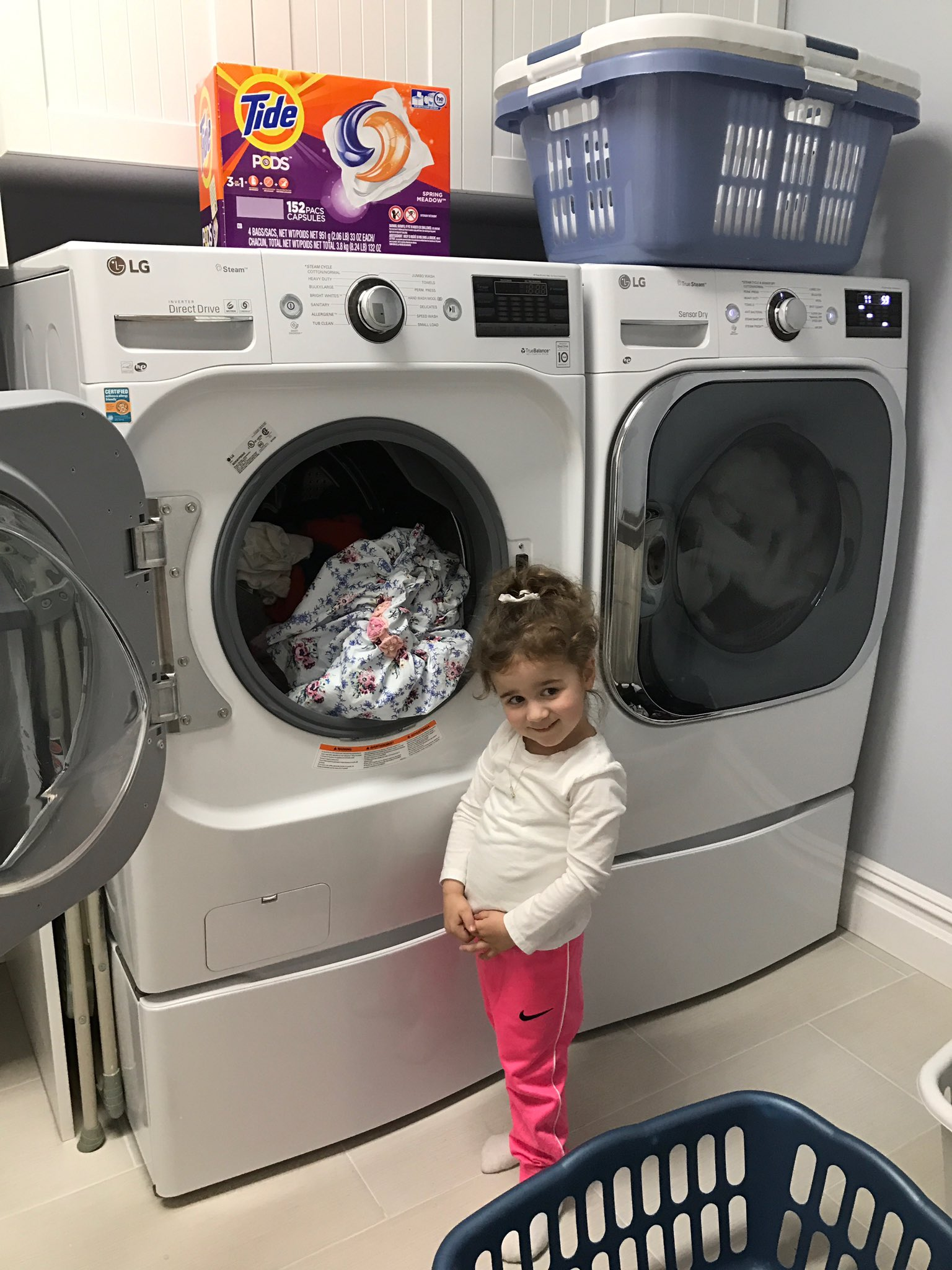 Bought the Tide Pods from Costco for laundry day and my helpful girl puts the dirty clothes in! #DetailsMatter #ad https://t.co/BG02YvSYVI