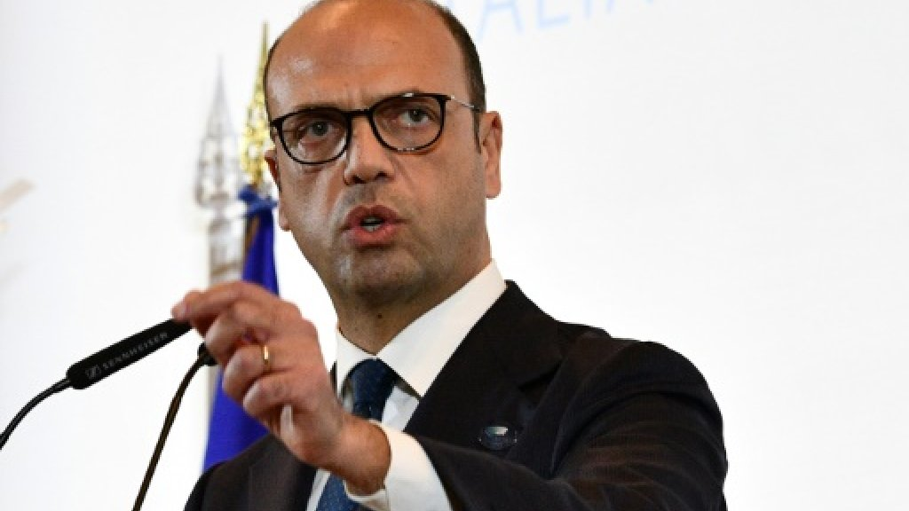 Italian FM in Libya for talks on peace and migrants