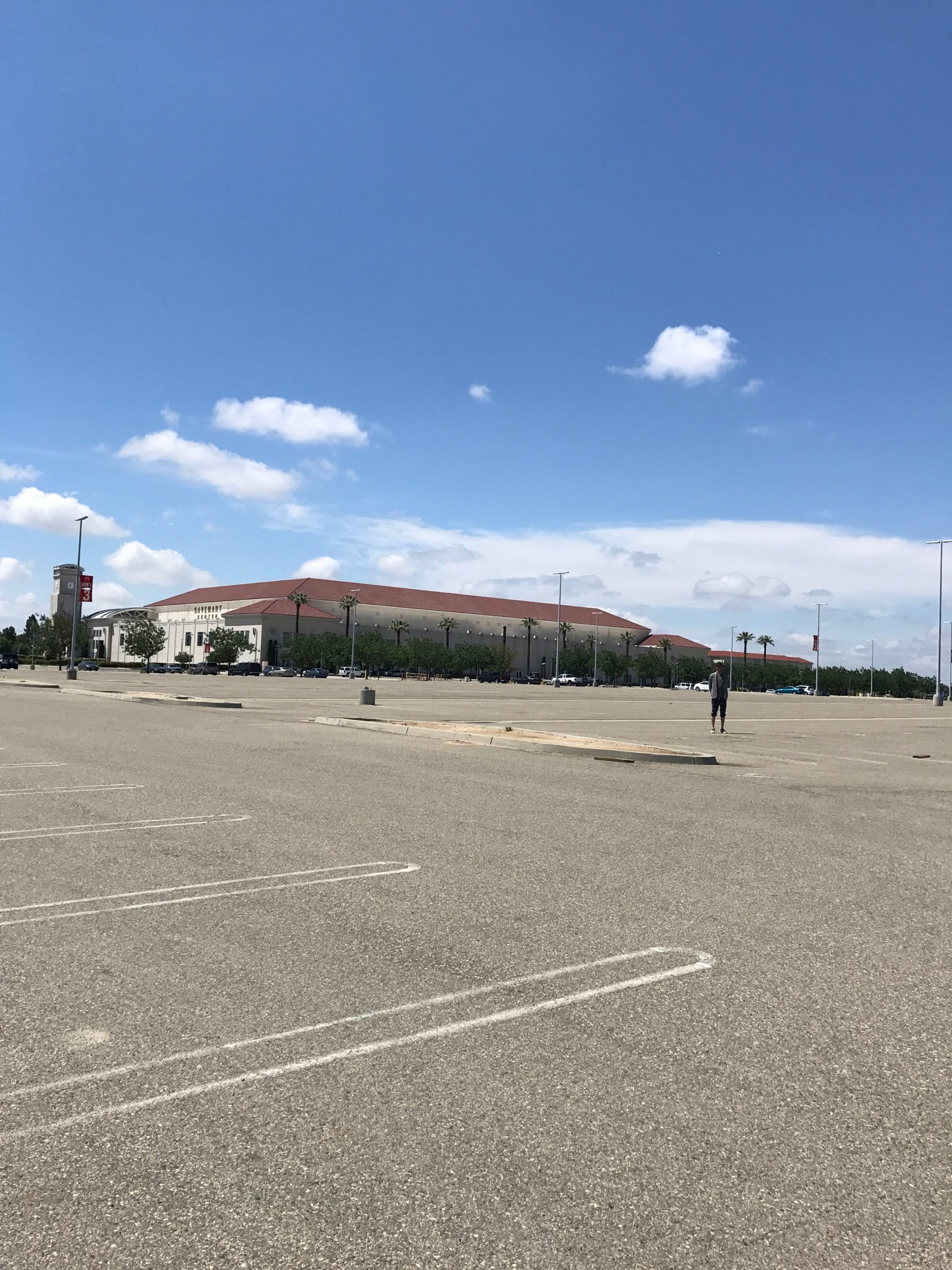 fresno, i'm saving you a parking spot. see you tonight for the last show of the tour!! @fresno_state https://t.co/3y7TmVtJA2