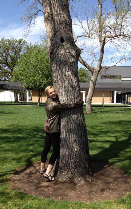 4 years ago I was hugging trees, now I just smoke em https://t.co/1KshEphKUs