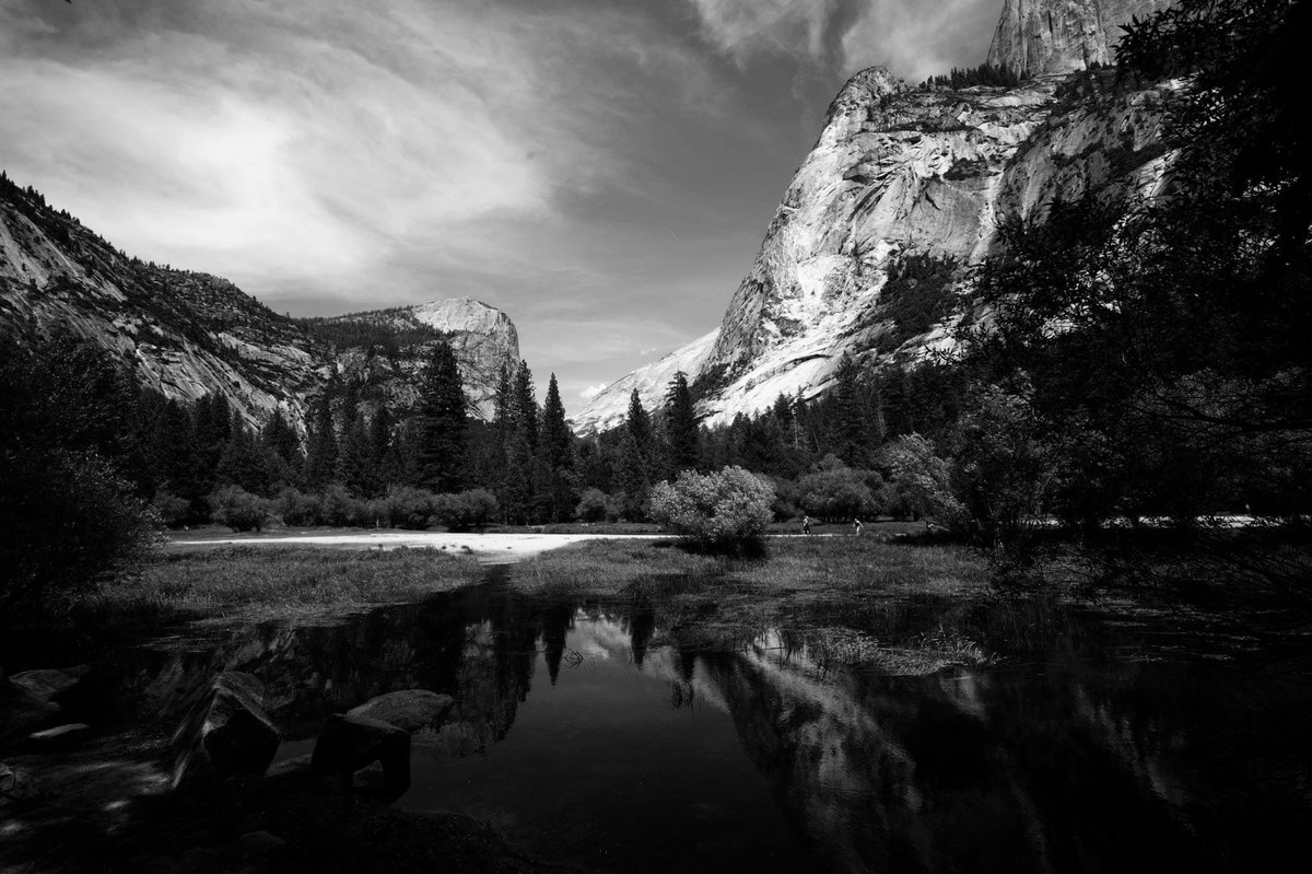 Great black and white photo of Mirror Lake in @YosemiteNPS.. https://t.co/eJe9O4imDk https://t.co/K0SCUOG7Bd