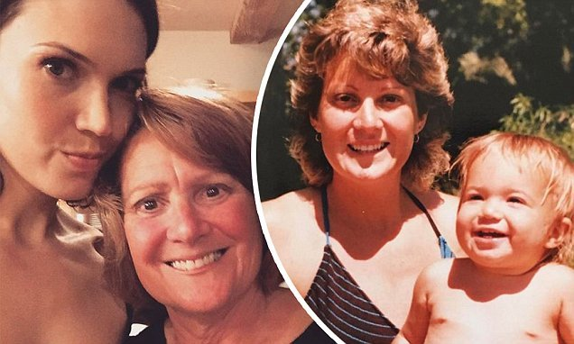 Mandy Moore Wishes Openly Gay Mother A Happy Birthday :  ,,