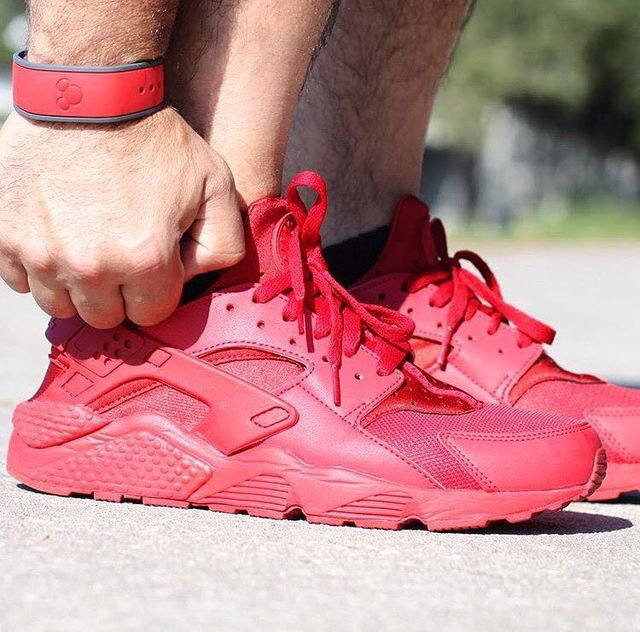 these Red Huaraches  buy a pair online @:  ㅤㅤ https://t.co/BctC0ykkAz          Use Promo Code: JON  for 10% off https://t.co/ApPb9y3aUH