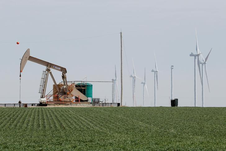 Brimming U.S. oil storage tanks to feel OPEC cuts last