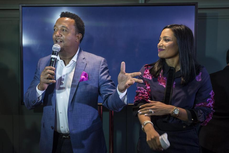 Pedro Martinez pitches in with Feast With 45