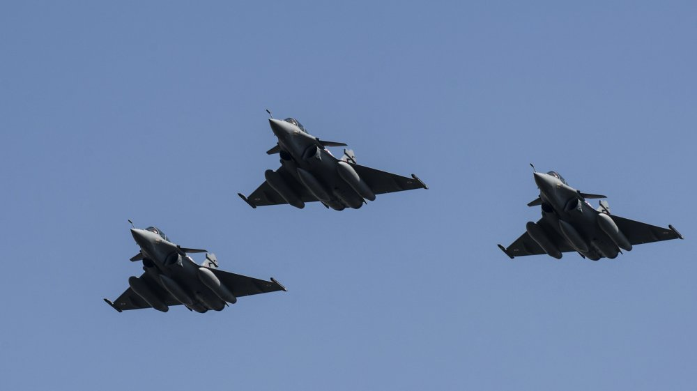 Egypt air force destroys vehicles crossing from Libya