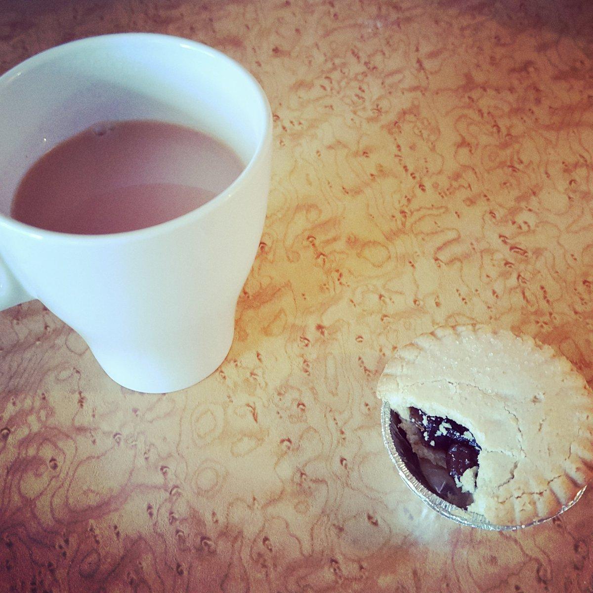 Standard break; cup of tea with a mince pie in May. https://t.co/tulFO2oP8H