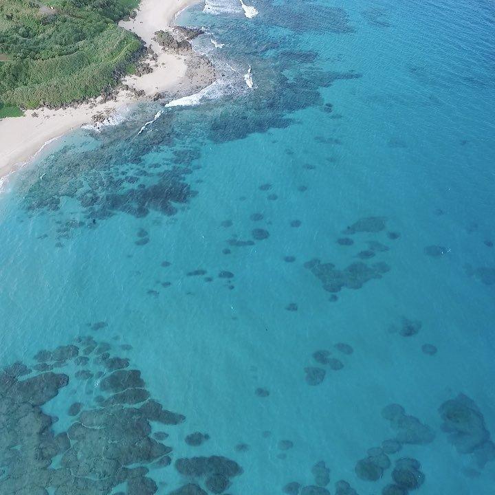 奄美大島の手広海岸。ここはサーフィンがめっちゃ盛んな浜!#奄美大島 #ドローン #空撮 #島 #離島 #DJI #dro
