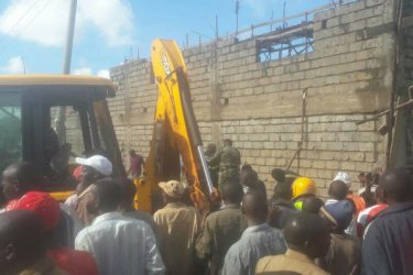 6 dead after building collapses