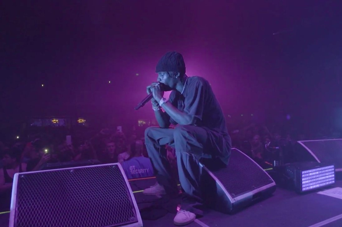 .@trvisXX performed 'Goosebumps' 14 times in a row, setting a new world record last week: https://t.co/Cf7NFciFOh https://t.co/YNKcBK9Noz