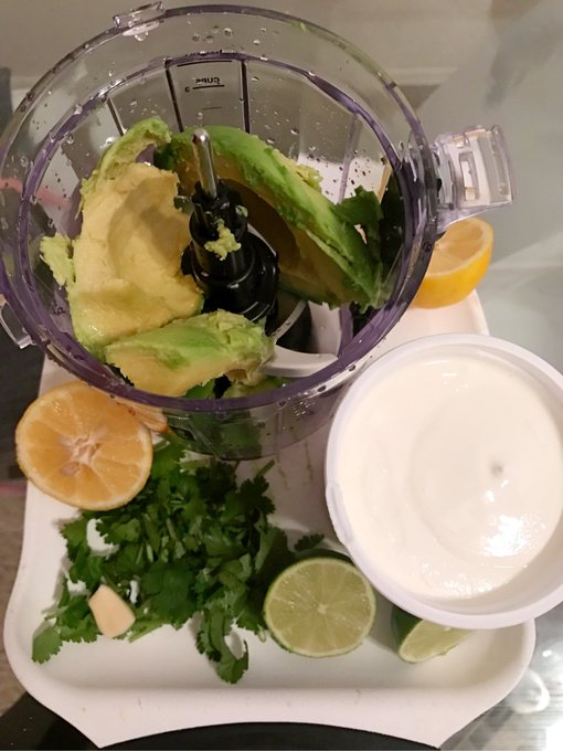 1 pic. I made some avocado dressing today 🥑 💚 https://t.co/CFMk1JxzHT