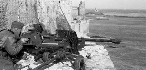 【ゲルリッヒ砲】独軍が開発した砲。『口径慚減砲』と呼ばれるモノのひとつ。名前のとおり薬室から砲口に至るまでに口径が狭くな