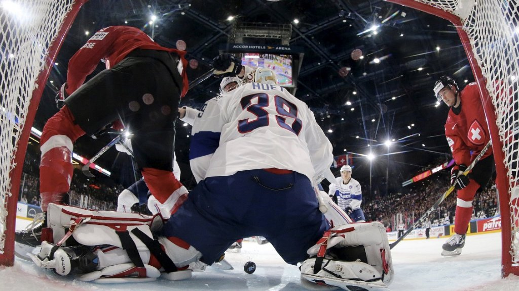 France advances in ice hockey world championships with 4-3 thrill win over Switzerland