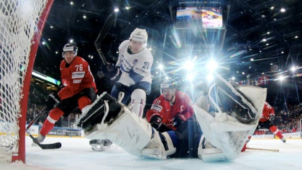 France keep Ice Hockey world bid alive in Paris thriller