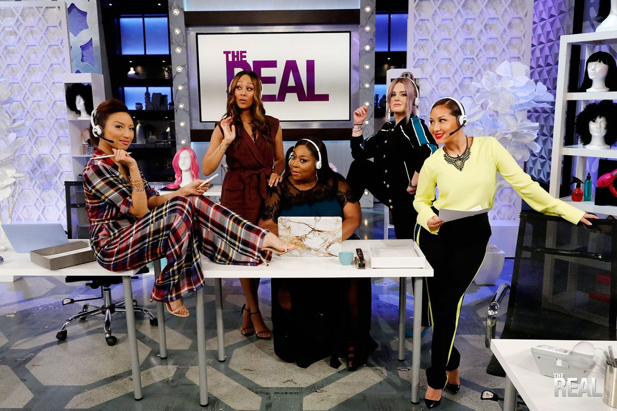 RT @TheRealDaytime: .@KellyOsbourne is a pro at rocking bold, fun colors! Tune in for her Hair Color Hotline tips! https://t.co/ay0cIdZA8h
