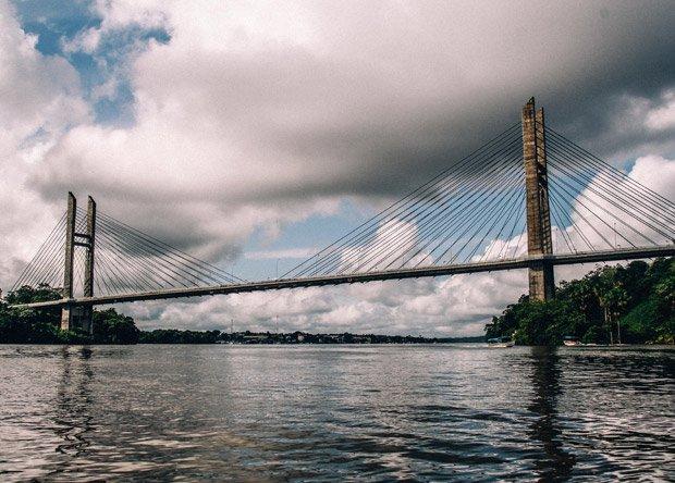 Guiana Francesa cobra até R$ 1.500 para brasileiro usar ponte na fronteira