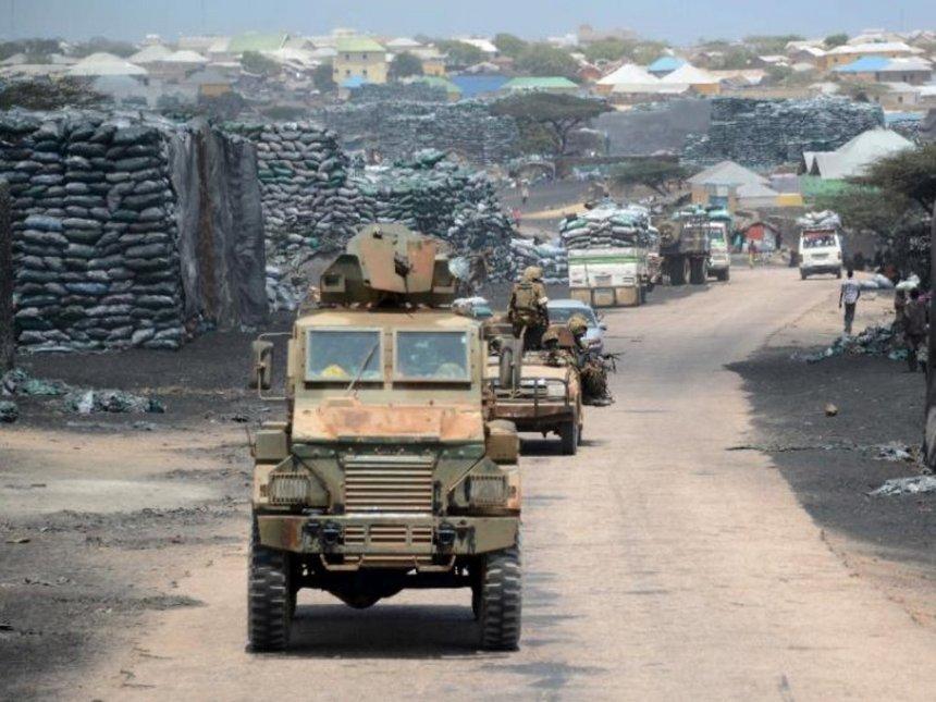 KDF to stay in Somalia longer, says Uhuru