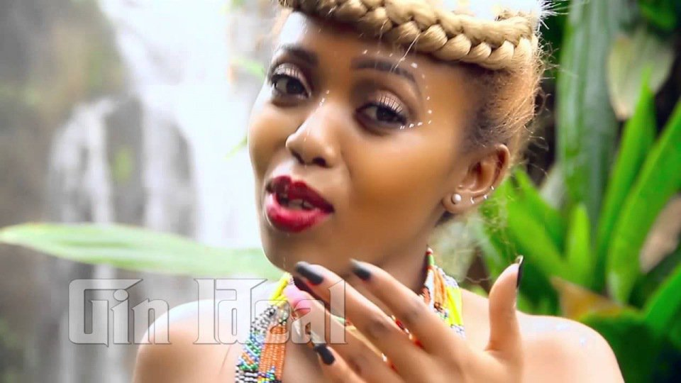 Sultry Kenyan singer accuses Uganda's legendary musician of STEALING her song