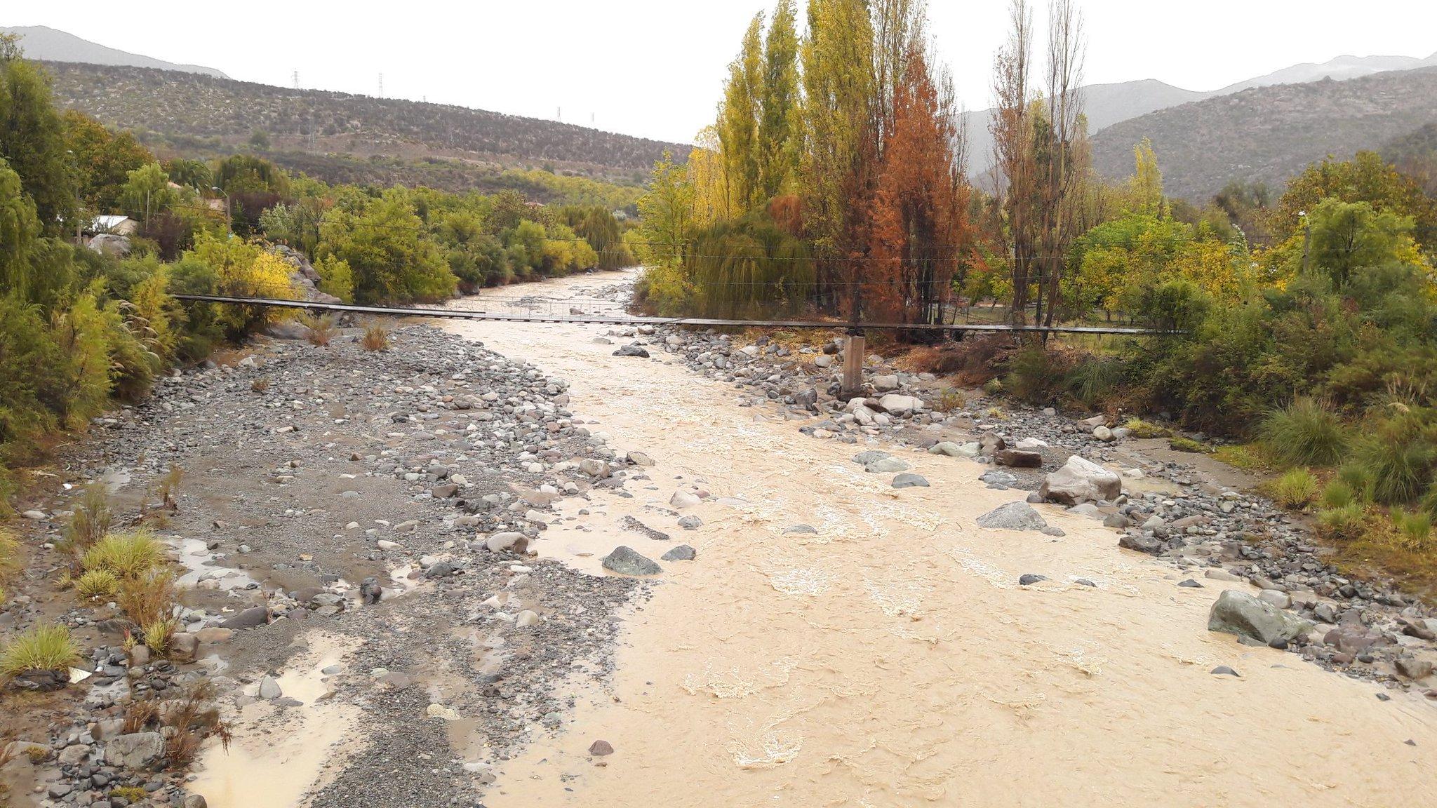 Ahora así está el caudal del río Aconcagua sector ruta nacional los chacalles Los Andes.....tranquilo aunnn https://t.co/1vbAgqTwAf