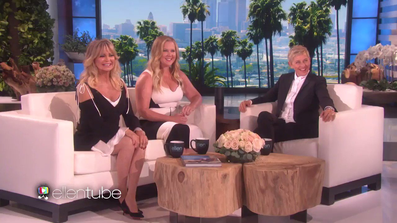 .@AmySchumer and @GoldieHawn told me about when Amy met Kurt Russell. Seems like it wasn't as memorable for Kurt. https://t.co/IEXFChH4n1