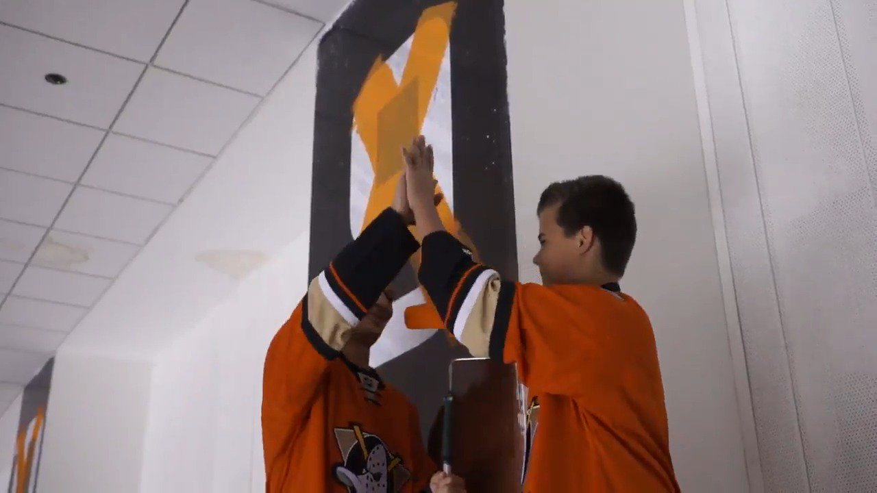When crossing off the 9 in our playoff wins countdown, who better to lend a hand than these two? #PaintItOrange https://t.co/nUhRpkaWMK