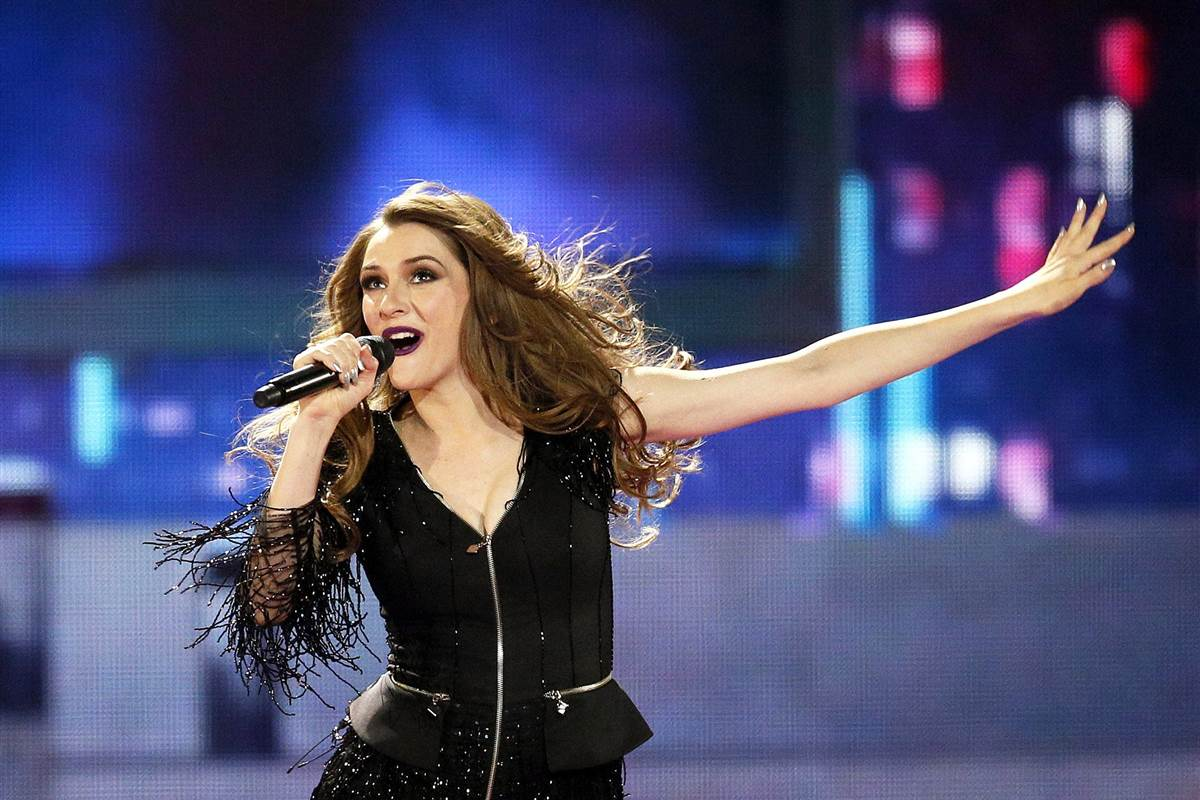 Marriage proposal steals the show from Saturday's Eurovision finalists
