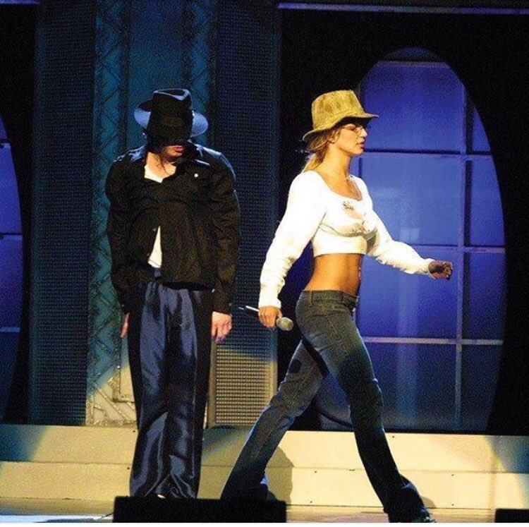 #TBT Rehearsals with Michael Jackson back in 2001. I still have those READING GLASSES!! �� https://t.co/ANqBDQ3vvt