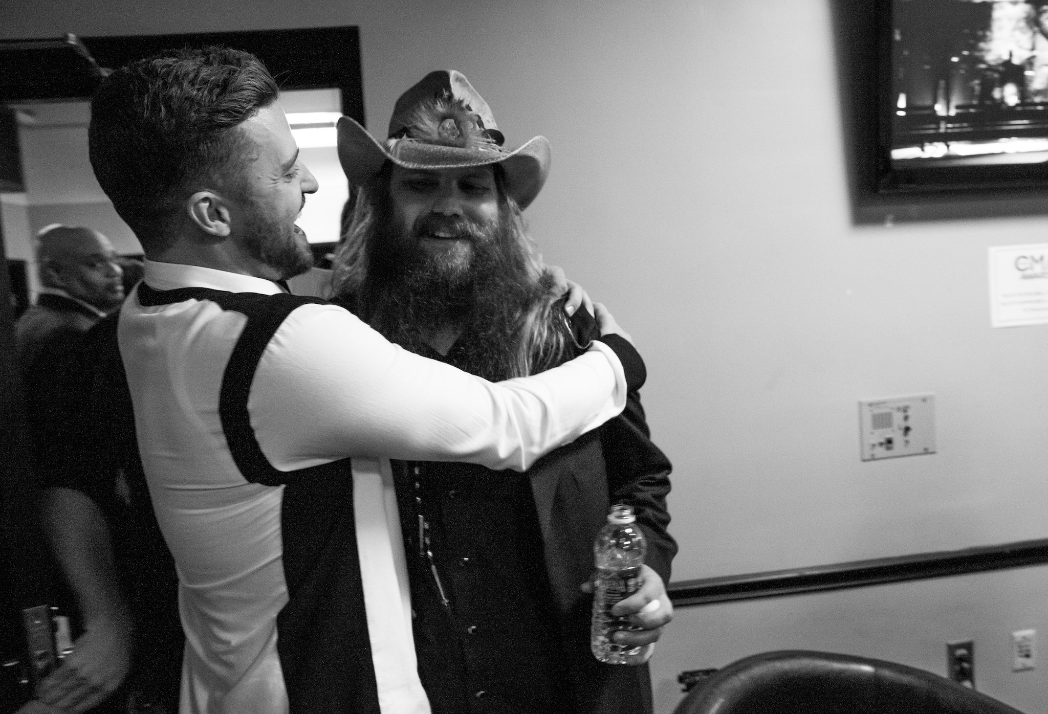 #TBT to the CMAs with @ChrisStapleton who nailed it again with From A Room: Volume 1 #twodudeshugging https://t.co/4UQewsWSeb