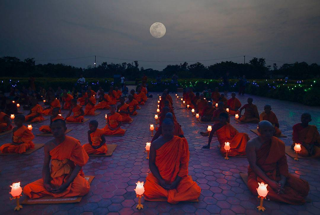 Buddhist monks attend an evening prayer to mark the Buddha's 2561th birthday at the Maya Devi temple in Lumbini, Nepal on May 9th (EPA) https://t.co/J9jCk0h2C9