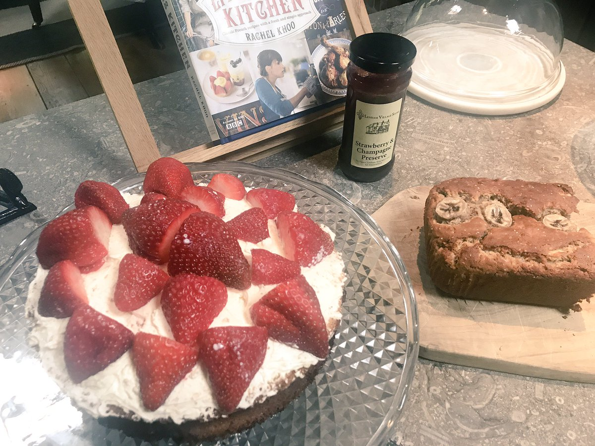 Baking Today Victoria Sponge and Banana Bread ???????? https://t.co/BV0LTrnoZg