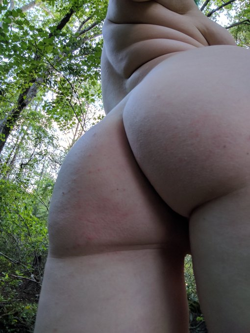This butt belongs in nature https://t.co/B6dUVQILpb