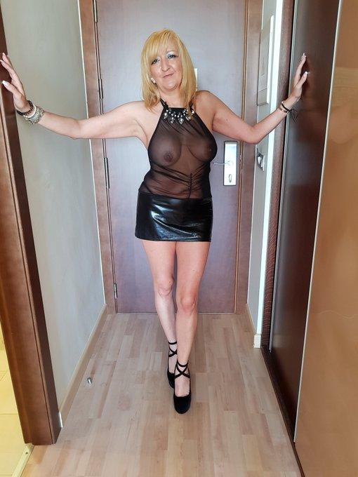 @brunoymaria camino del @eroticomurcia hoy 13 de mayo CASTINGX con @brunoymaria en el Salon erotico de